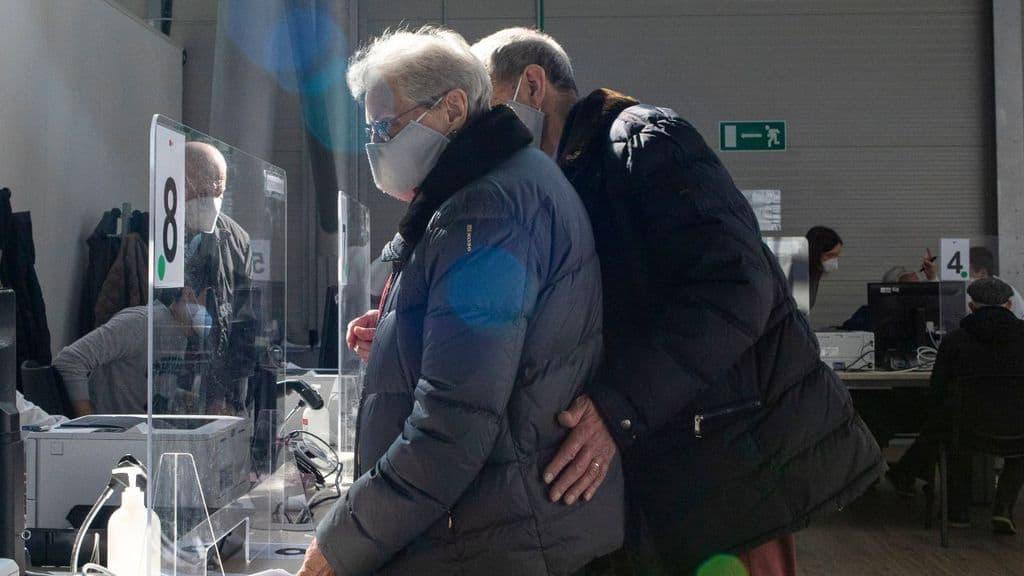 codogno, anziani convocati per il vaccino ma l'hub è chiuso
