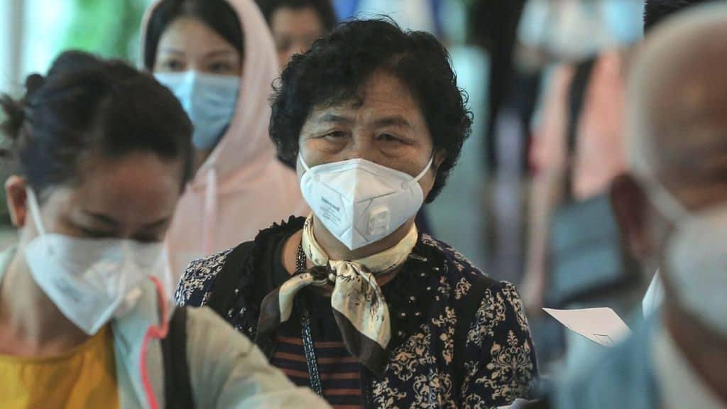 turisti cinesi in aeroporto