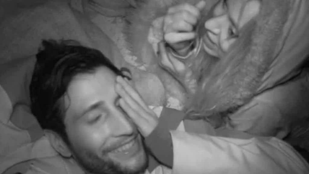 Valeria Marini e Gianmarco Onestini, scatta il bacio a Supervivientes: i naufraghi intimi tra coccole ed effusione nella notte