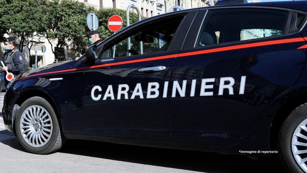 Milano, non accetta la separazione: picchia la moglie e la poi la spinge dal balcone