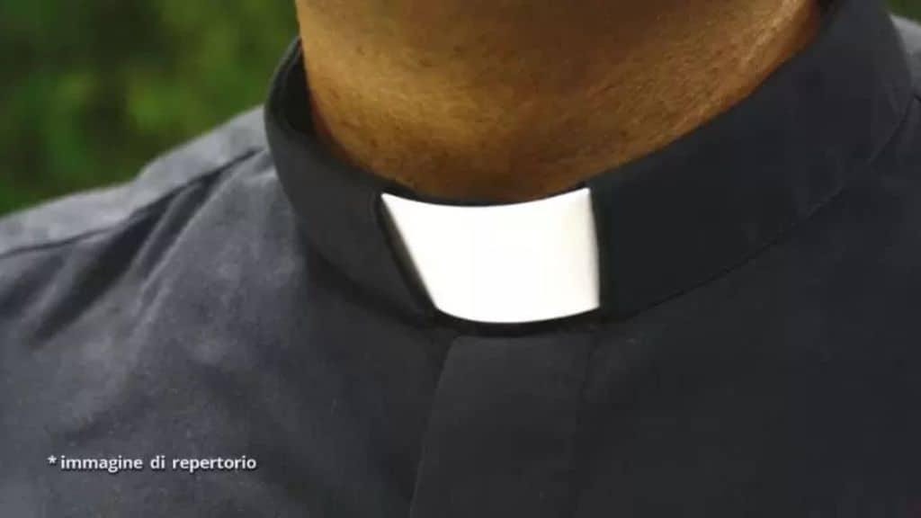 sacerdote di enna arrestato per violenza su minori