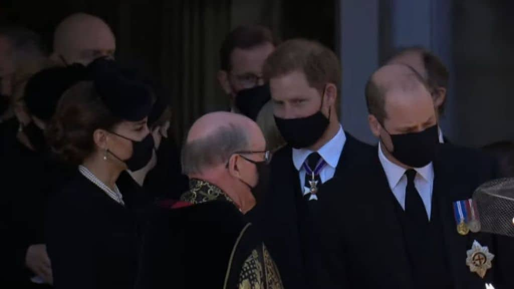 William e Harry si parlano dopo il funerale di Filippo