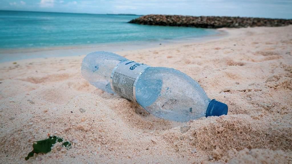 allarme legambiente rifiuti in spiaggia