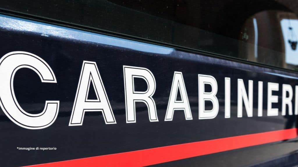 85enne soffoca la moglie e poi chiama i Carabinieri:
