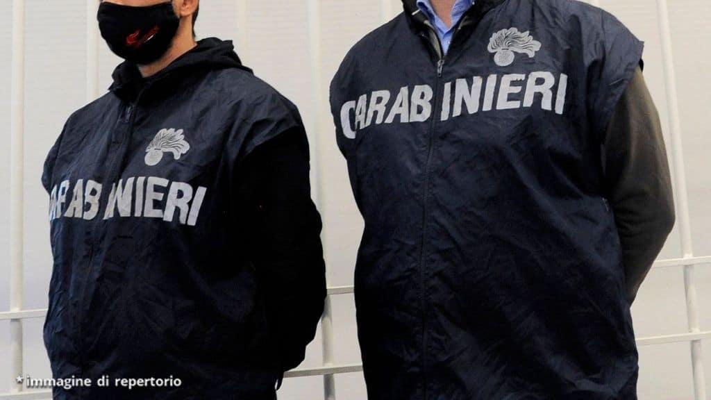"""Perseguita e minaccia di morte la ex moglie: """"La bara è pronta"""". Lei lo denuncia ai carabinieri"""