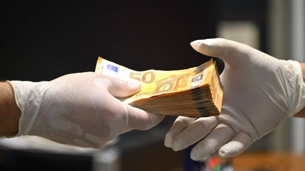 Decreto Sostegni Bis, 14 miliardi a fondo perduto per le Partite Iva: requisiti per richiedere i contributi