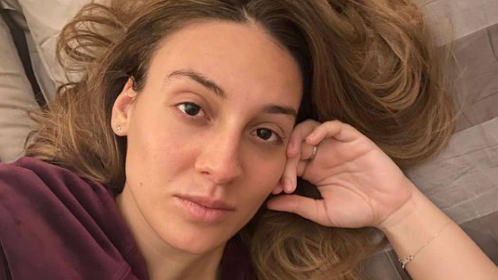 Francesca Manzini: il difficile rapporto con i genitori, la malattia, gli amori finiti e quelli appena iniziati dell'imitatrice ospite di Top Dieci