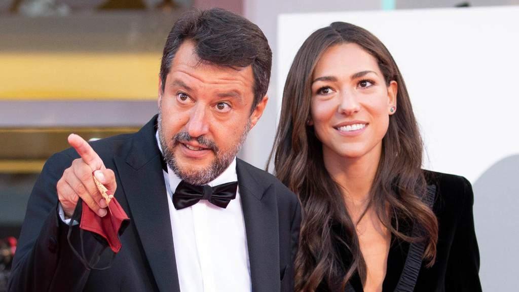 """Matteo Salvini e Francesca Verdini, """"effussioni hot"""" in spiaggia: le foto mostrano momenti di vera passione"""