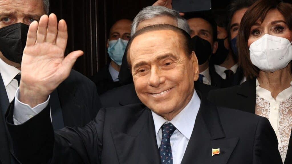 """Silvio Berlusconi dimesso dall'ospedale San Raffaele di Milano. Tajani: """"Ha avuto qualche problema, inutile nasconderlo"""""""