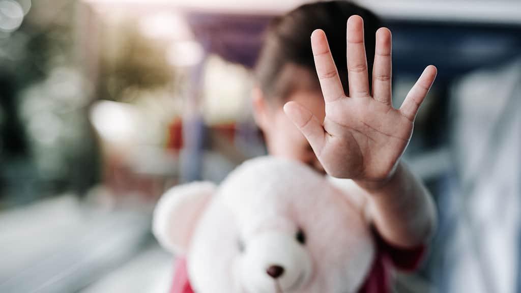 violenza sessuale: denuncia lo zio, rinviato a giudizio