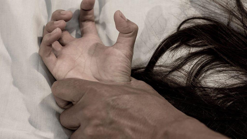 violenza sessuale sulla figlia minorenne: condannato a 13 anni