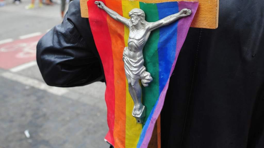 Chiesa contro il DDL Zan. Una religione per soli uomini etero: attenzione a non voltarti troppo mentre porgi l'altra guancia