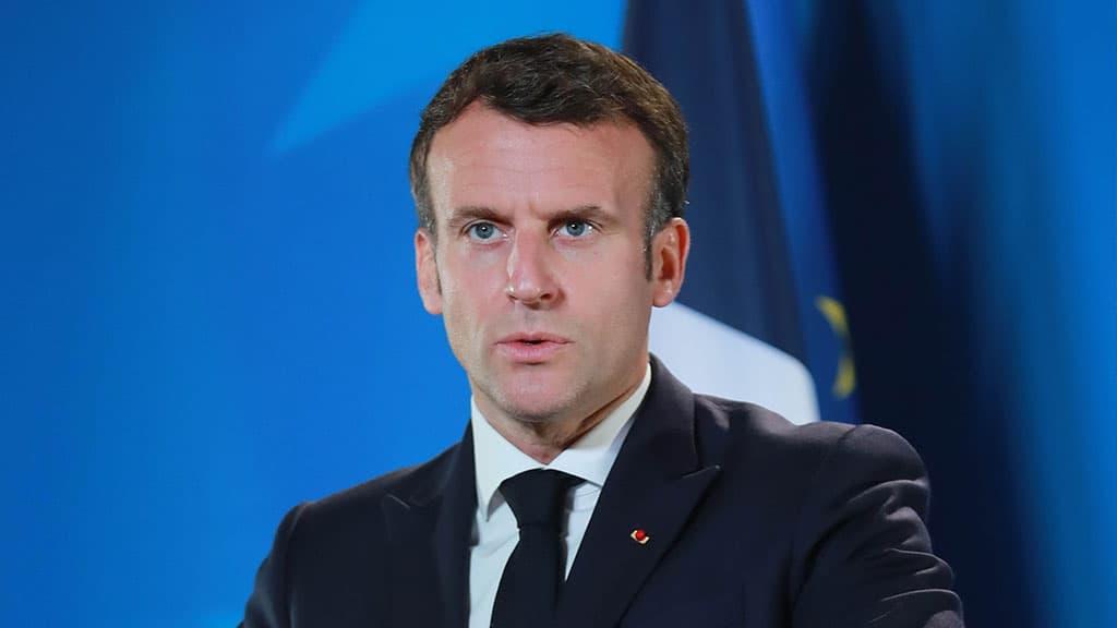 Emmanuel Macron: schiaffo tra la folla
