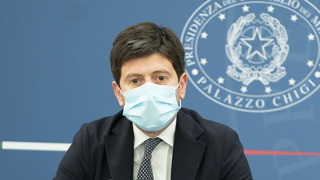 Roberto Speranza annuncia stop alle mascherine all'aperto