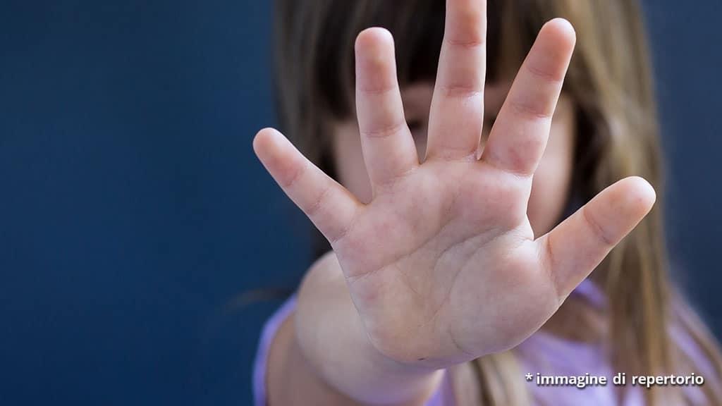 abusi sessuali sulla figlia di un anno: pedofilo arrestato a Brescia