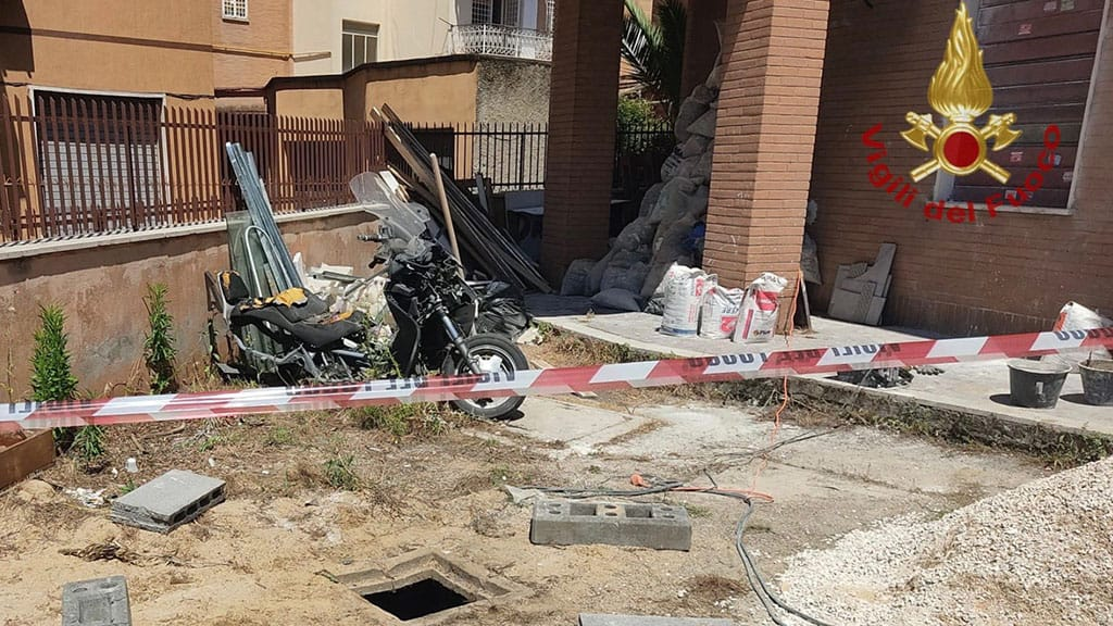 bimbo cade in un pozzetto a Roma