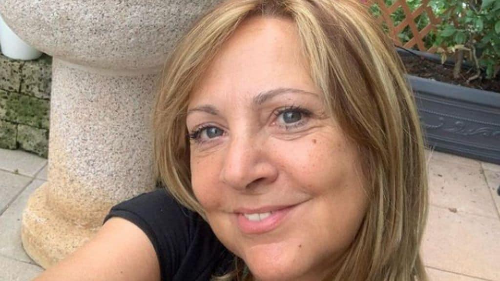 Debora Villa chi é: carriera e vita privata dell'attrice comica volto di Camera Cafè e di Zelig
