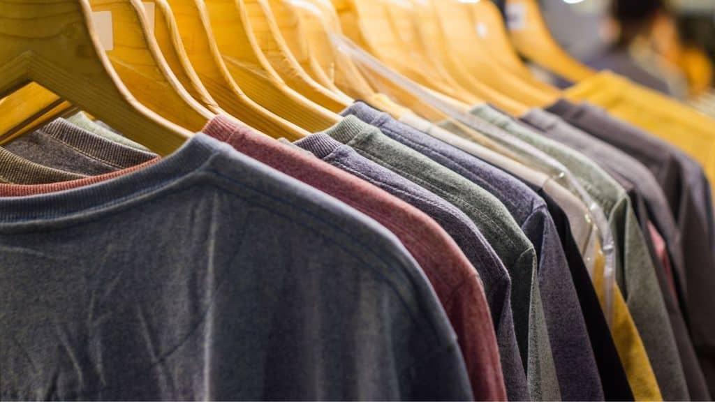 Industria tessile e inquinamento: una maglietta vale 2 anni e mezzo di fabbisogno d'acqua di una persona