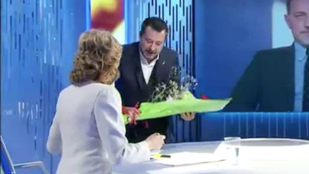 matteo salvini regala fiori a lilli gruber