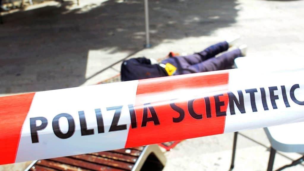 Milano, accoltella a morte il fratello davanti alla madre