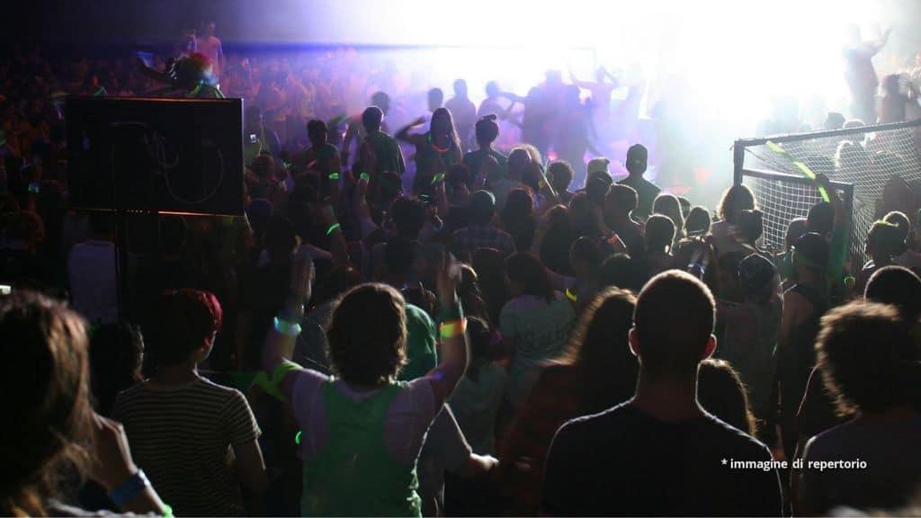 rave party a maleo con 700 persone