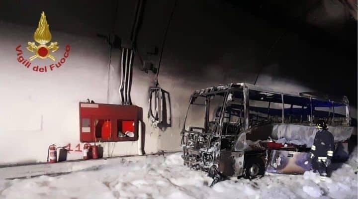 Bus in fiamme Livigno