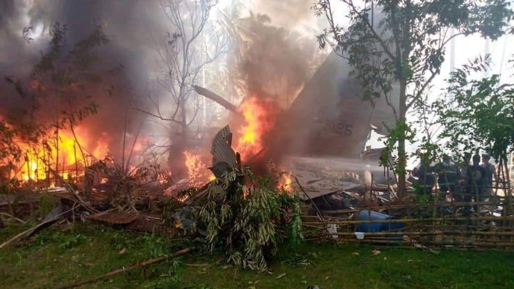 aereo con 92 persone a bordo si schianta nelle filippine