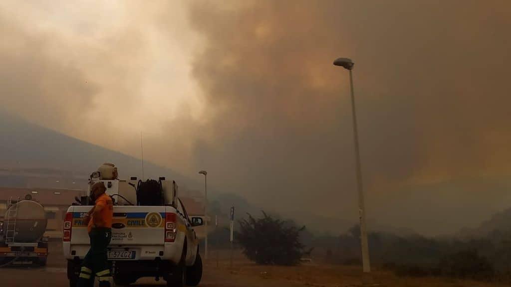 """Disastro incendi in Sardegna, a fuoco l'Ogliastra. Legambiente: """"Ci piange il cuore, perdita naturalistica inestimabile"""""""