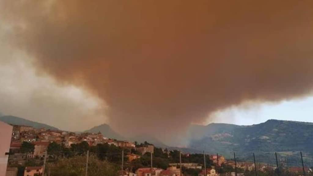 Incendio a Santu Lussurgiu in Sardegna