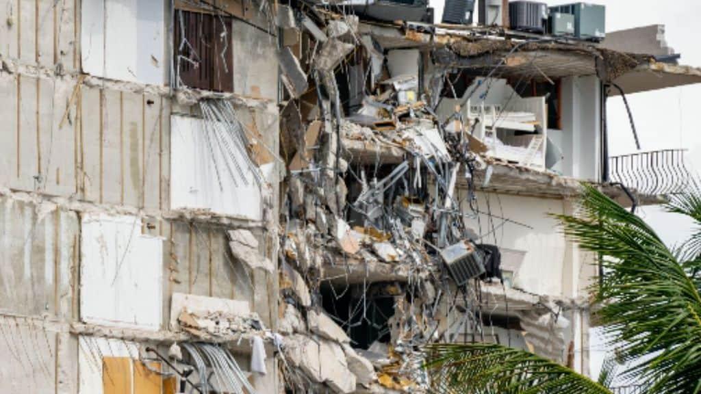 Palazzo crollato a Miami, vigile del fuoco trova il corpo della figlia