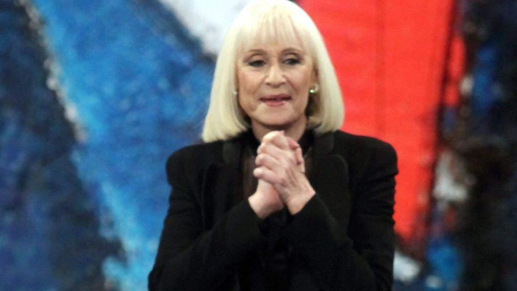 Raffaella Carrà, l'ultimo viaggio della regina della televisione continua: l'urna arriva da Padre Pio