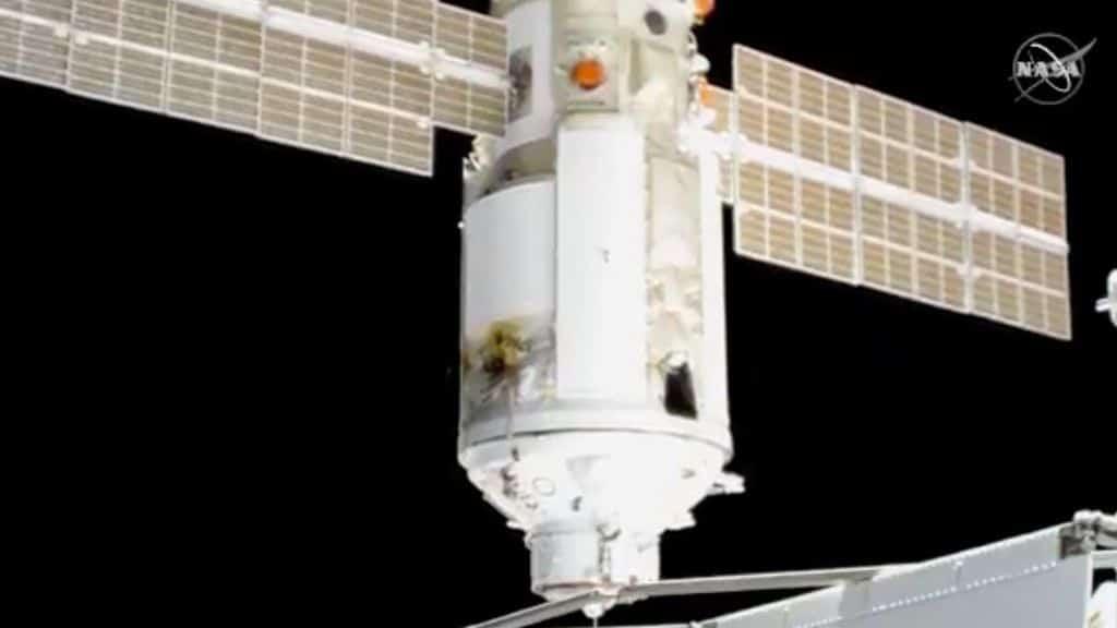 La stazione spaziale internazionale ruota di 45 gradi