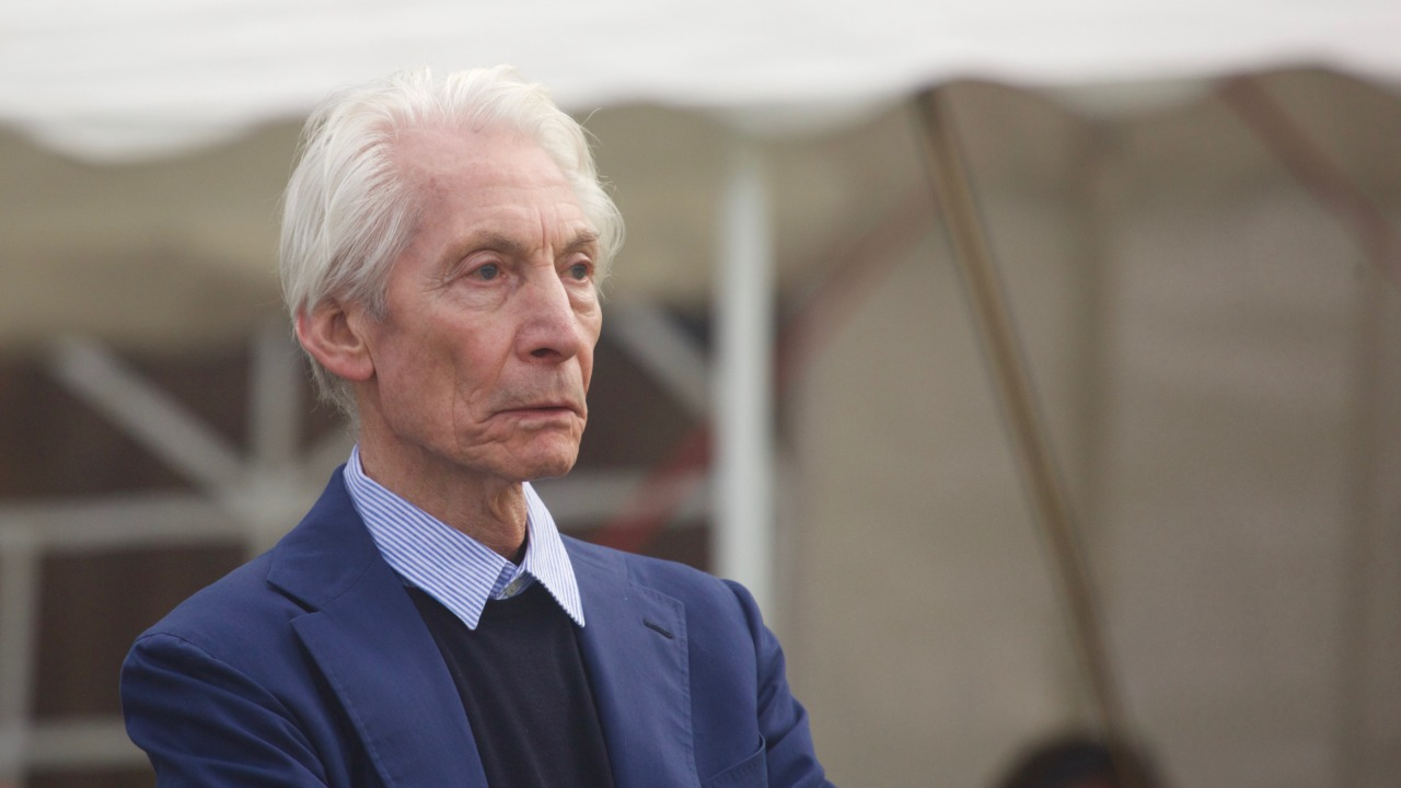 Rolling Stones in lutto, è morto Charlie Watts: addio al leggendario batterista della band, aveva 80 anni