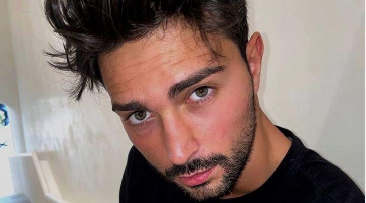 """Davide Donadei rompe il silenzio sui social e spiega di stare male: """"Faccio fatica a guardarmi allo specchio"""""""