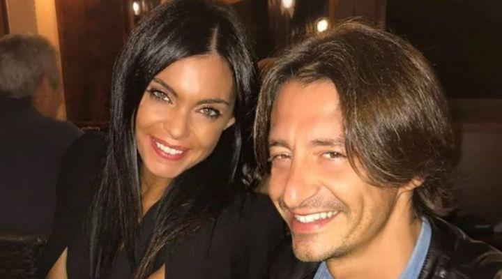 Francesco Oppini e Cristina Tomasini in vacanza insieme: la foto in spiagga della coppia conquista i fan