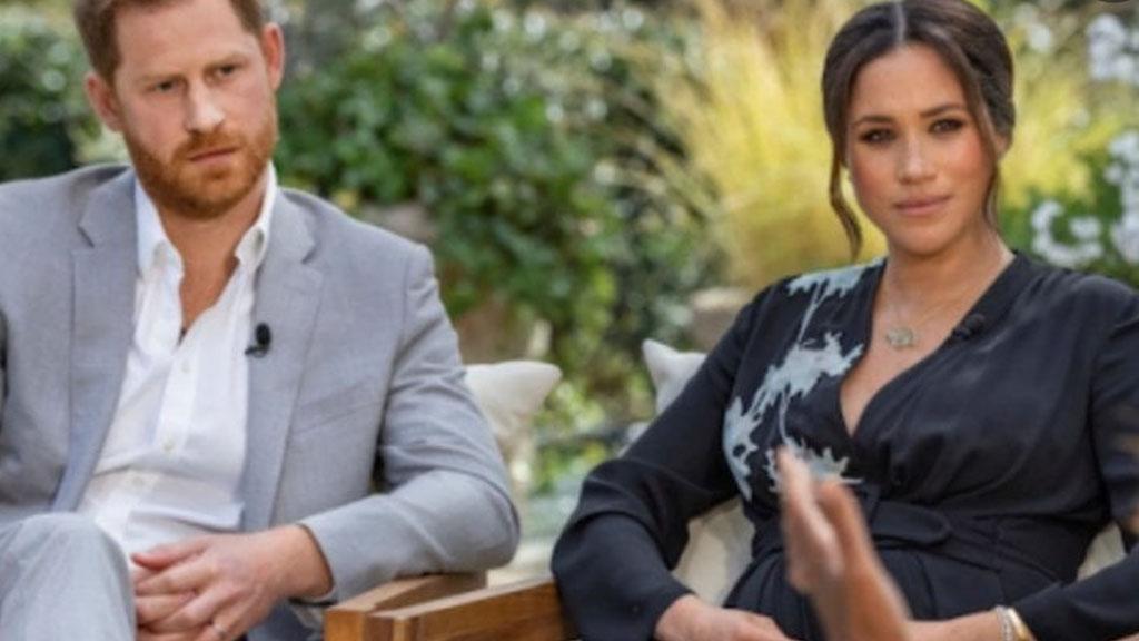 Harry e Meghan Markle derisi in diretta: il conduttore scoppia a ridere per il comunicato dei Sussex