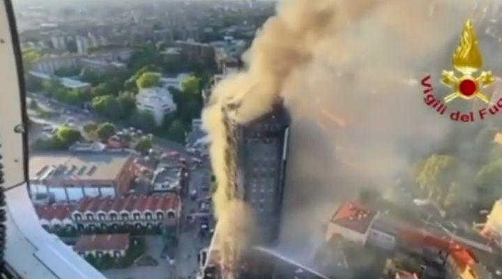 Milano, incendio del palazzo di 15 piani: il punto su vittime e crolli. Parlano Beppe Sala e Attilio Fontana