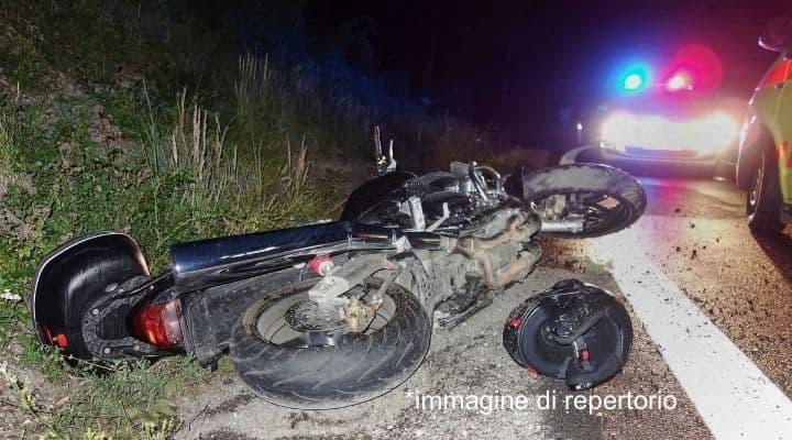 Motociclista 24enne muore colpito da una civetta mentre era alla guida: la tragedia in provincia di Rovigo