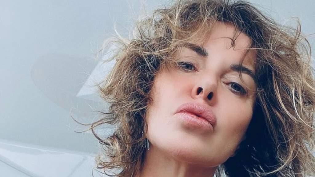 """Alba Parietti non si nasconde e svela tutto di sé. Su Instagram scrive: """"Vivo con la paura di morire"""""""