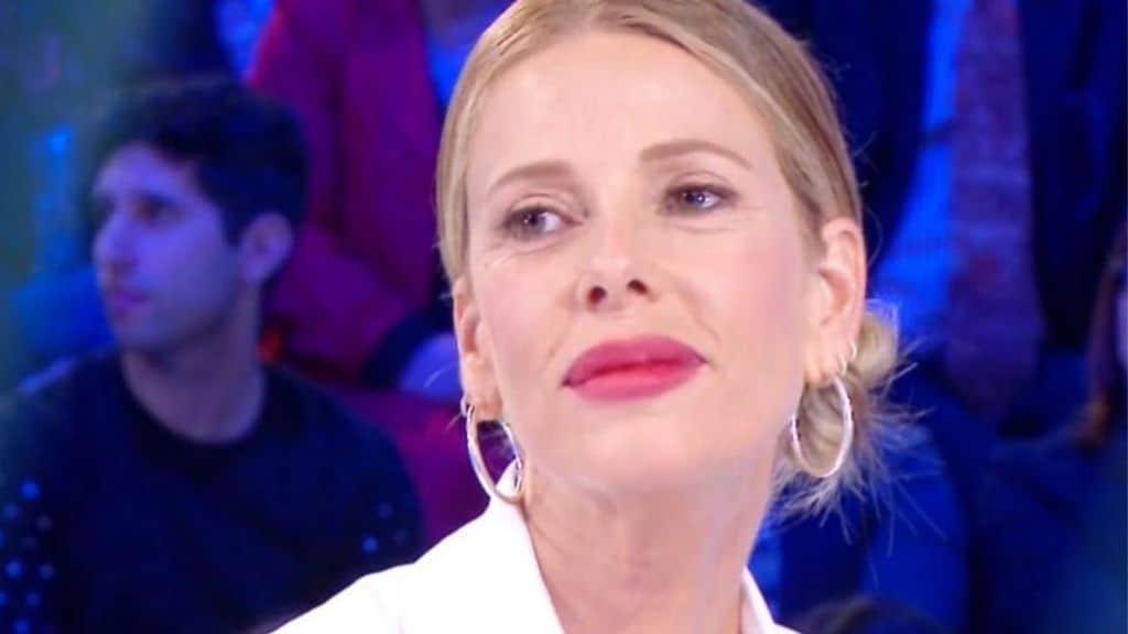"""Alessia Marcuzzi svela i motivi dietro al delicato intervento al seno: """"Mi laceravo il collo"""""""