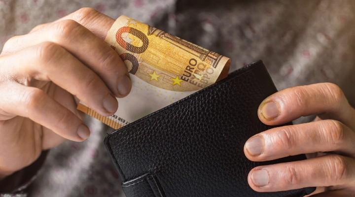 Pensioni e assegni INPS, tutti gli aumenti per il mese di settembre: a chi spetteranno e a quanto ammonteranno
