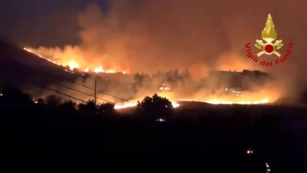 Incendi in Sicilia e Calabria, è emergenza