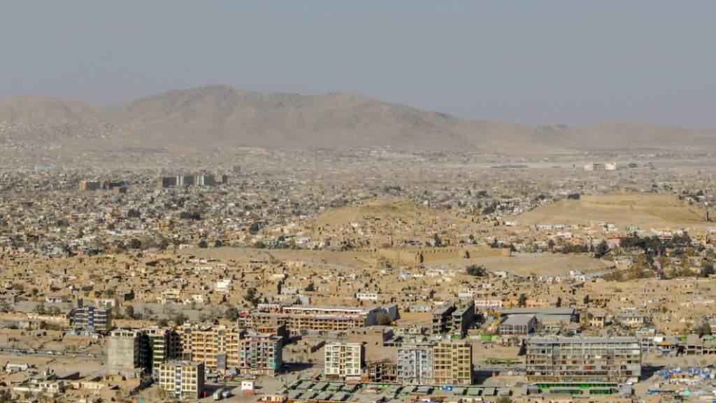 Violenta esplosione all'aeroporto di Kabul. Ci sono vittime e feriti, compresi militari statunitensi