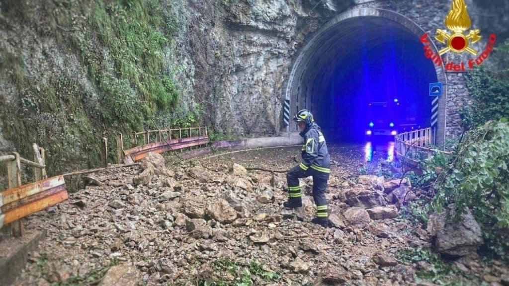 A Lecco incubo allagamenti, rischio esondazione a Dervio per la diga di Pagnona: 120 persone evacuate
