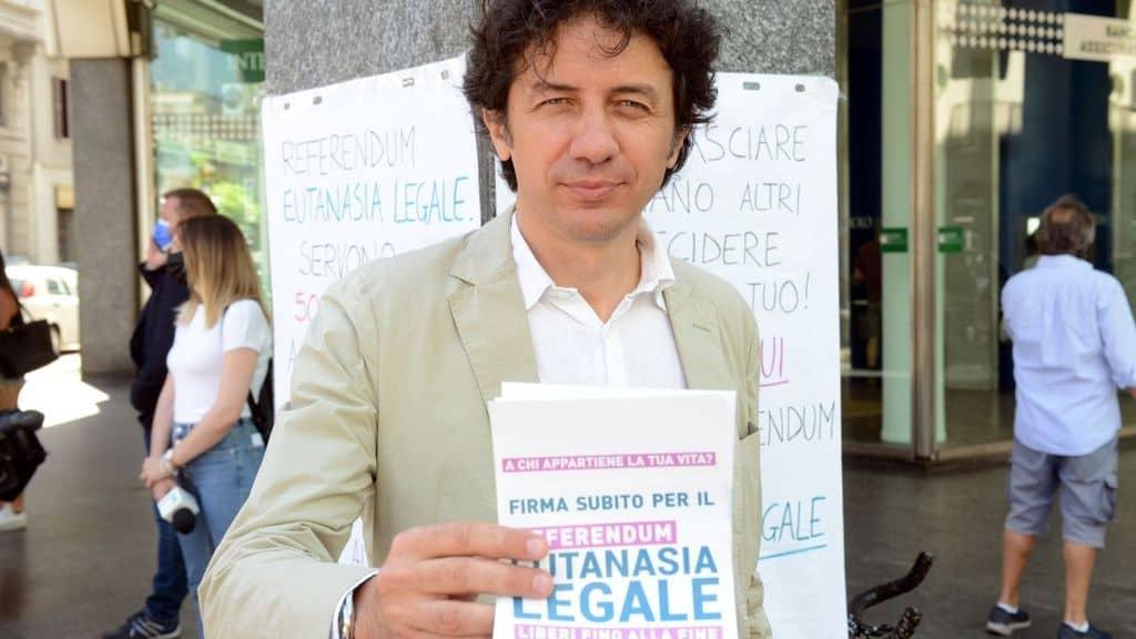 Raggiunte 320 mila firme per eutanasia legale