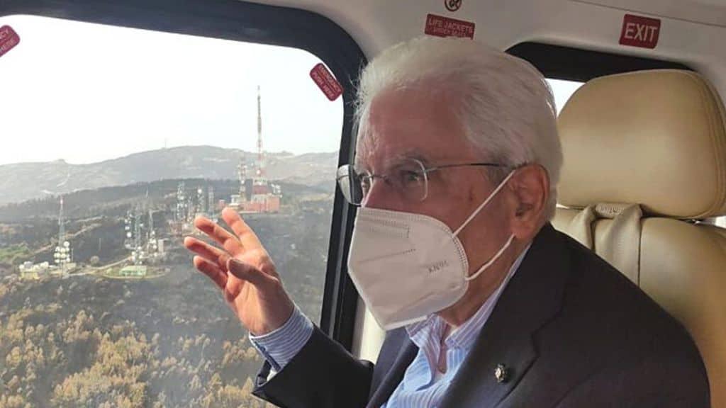 """Incendi in Italia, Mattarella in Sardegna: """"Chi ne è colpevole ha una gravissima responsabilità"""""""