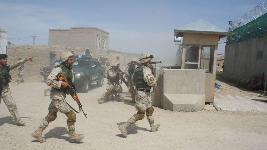 soldati a mazar e sharif afghanistan