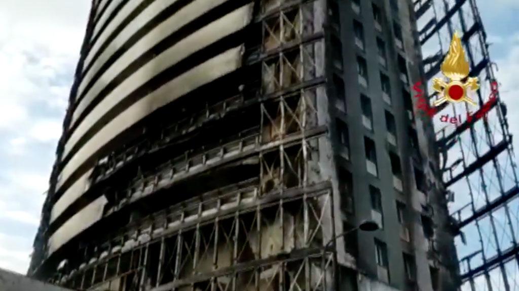 Palazzo in fiamme a Milano: la devastazione nelle immagini dei vigili del fuoco dopo l'incendio