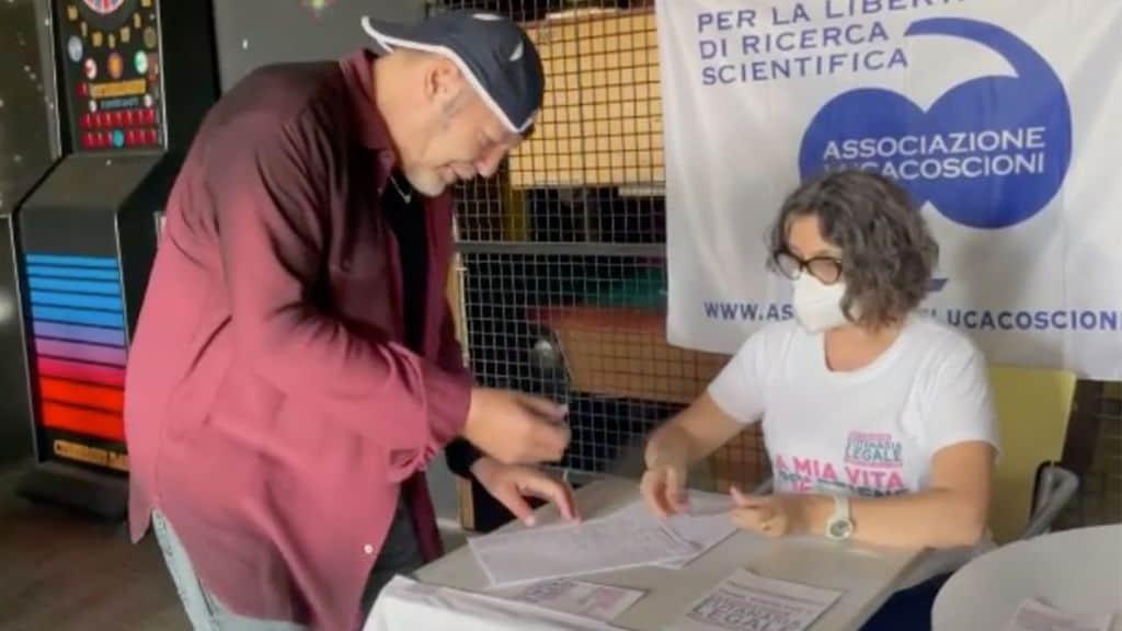 Vasco Rossi firma eutanasia legale