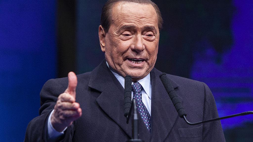 """Silvio Berlusconi pronto a tornare in campo, stoccata agli alleati: """"Salvini o Meloni premier? Non scherziamo"""""""